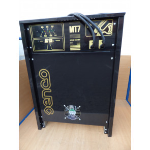 Senco Typ MT7C 48 Volt / 120AH Batterieladegerät